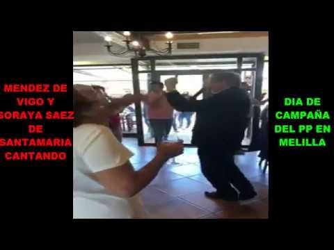 El karaoke de Soraya e Iñigo Méndez de Vigo en un acto en Melilla