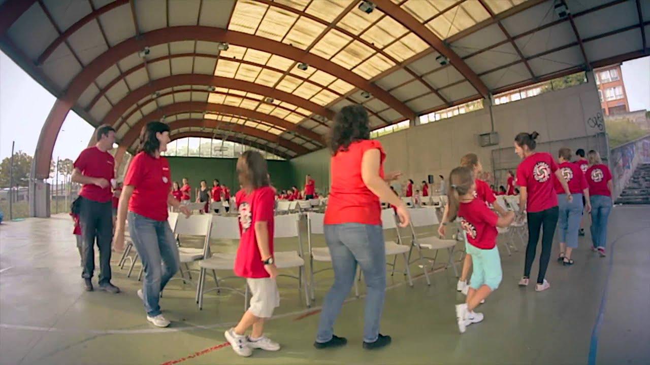 Eusko lorak grupo de danzas juego de las sillas 21 9 for Sillas para coche grupo 2