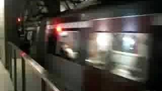 往尖東列車離開紅磡站,正駛入尖東隧道