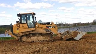 Cat 963D LGP Track Loader Laying Out Dirt