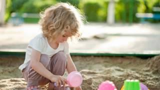 АНЕКДОТ# Мент и девочка в песочнице