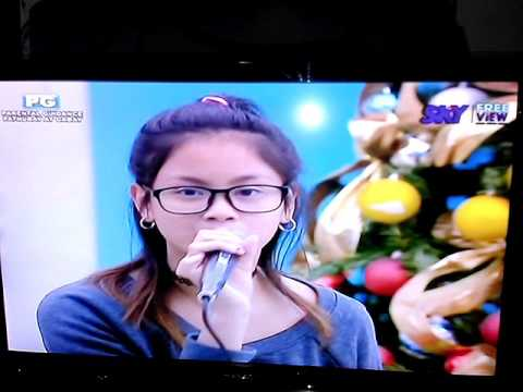 Ylona singing One Last Time