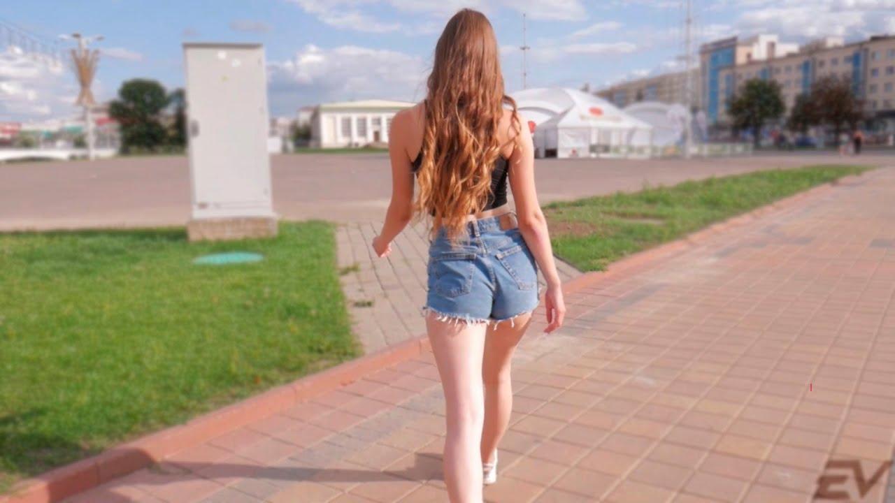 Попки девок на улице, мужики в женской одежде эротика фото
