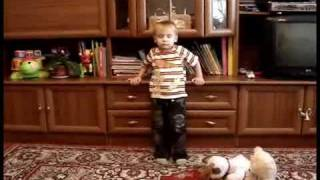 Даниил, 3,2 читает листалки из Букваря с пеленок