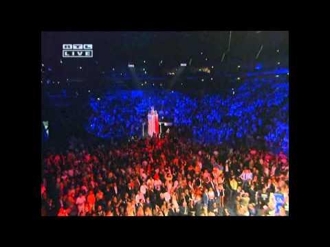 Francisca Urio singt die USA Hymne (live) / ©SPORTFIVE Intermediate GmbH