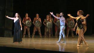 В Крыму открылся международный фестиваль оперы и балета - первую постановку посетил Владимир Путин.