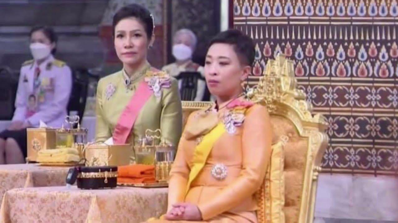 ในหลวง  พระราชินี   องค์ภา   เจ้าคุณพระทรงบำเพ็ญพระราชกุศลเนื่องในวันคล้ายวันสวรรคต รัชกาลที่ 9