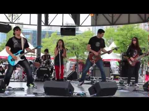 10 YEAR OLD SARA ROCKIN' THE STAGE WITH MOTION DEVICE!!!
