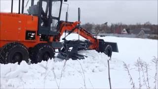 Автогрейдер ГС-14.20П в поле на рыхлом снегу (ч.1)(Ссылка на наш сайт - http://www.motor-grader.com/ Автогрейдер ГС-14.20П среднего класса на базе УРАЛ с подключаемым передн..., 2017-02-26T11:00:04.000Z)