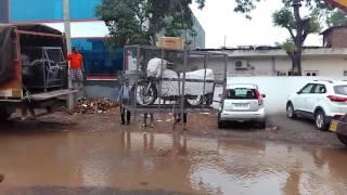 Unloading of bikes by VRL in Chandigarh