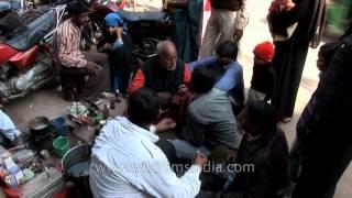 Varanasi streets dentist in action