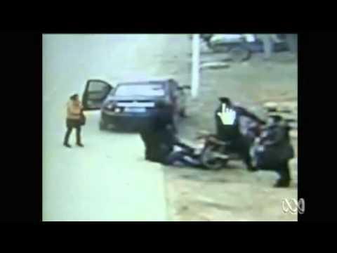 Đàn Ông dũng cảm cứu cô gái bị cướp  từ 2 tướng cướp- YouTube.flv