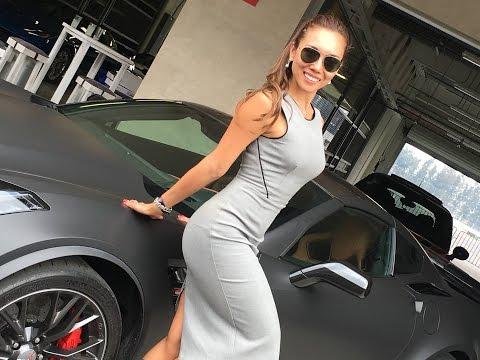 VILLAUTOS autos de lujo corren en CDMX con Denisse Wolf