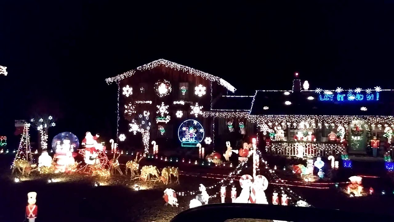 Gaddy's Christmas Lights Extravaganza - YouTube