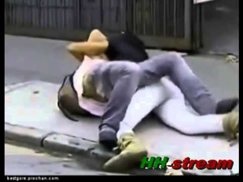 A girl beat up a man (2)Kaynak: YouTube · Süre: 1 dakika20 saniye