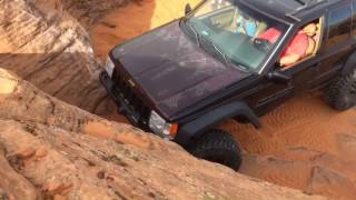 Jeep ZJ Grand Cherokee Climbs Vertical Wall in Sand Hallow Utah