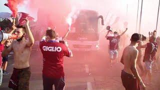 Reggiana-Bari, duemila tifosi in delirio accolgono il pullman dei granata