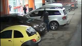 Внедорожник Mercedes стоимостью бдолее 3 млн рублей угнали с парковки