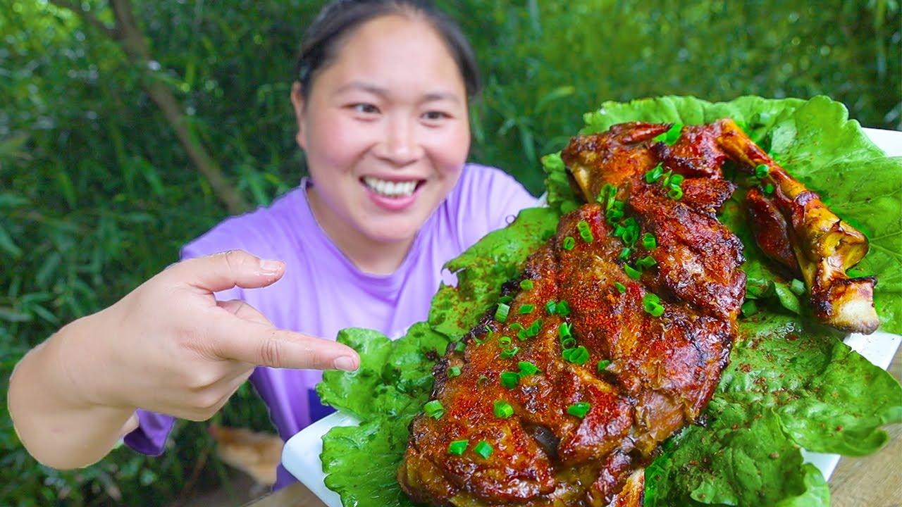 老公不在家,胖妹吃独食,烤3斤羊腿解馋,上手直接啃,老香了!【陈说美食】
