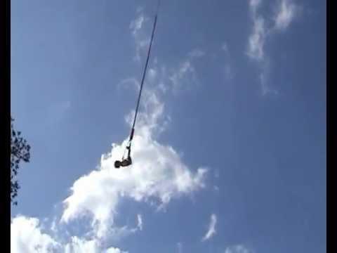 Paula Vogel saltando de Bungee Jump - Expovale 2012