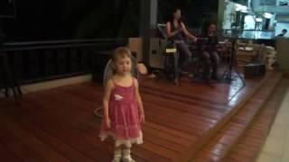 Танцы в кафе под живую музыку / Phuket
