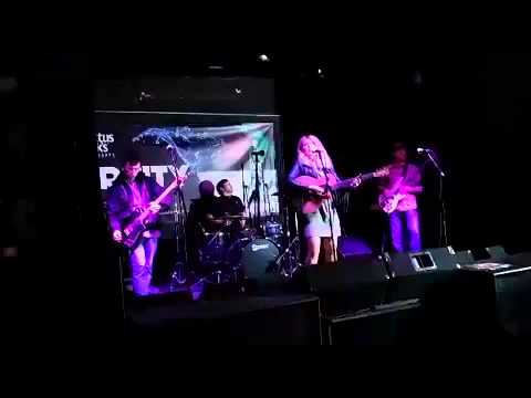 Courtney's chain live Dundee music 'where you walk' 2014