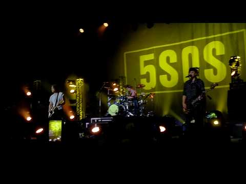 5 Seconds of Summer - Good Girls (Live in São Paulo)