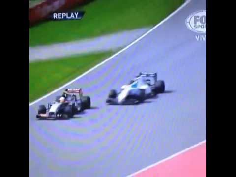 Felipe Massa golpea a Checo Pérez
