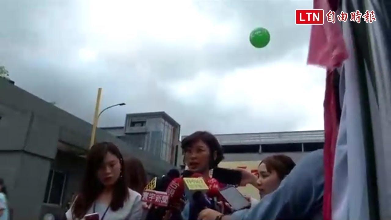 長榮放「回家吧」氣球 空服員:覺得很諷刺 - YouTube