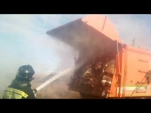 В Ужуре загорелся мусоровоз