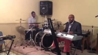 Pastor Roderic Lewis singing OverFlow Video