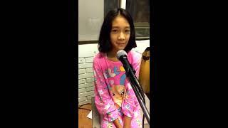 เพลงผู้สาวขาเลาะ Cover by น้องแนน ธีราพร ชาติชนะ