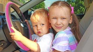 Мы в машине и детская песенка Колеса у автобуса крутятся