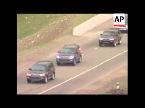 Bakiyev supporters nr his home; convoy heading for Osh rally