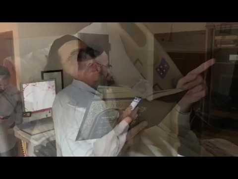 הרב פינטו - תפילת מנחה ליד מיטת האדמו״ר ביום הניתוח