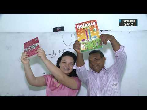 Pai e filha estudam juntos e conseguem entrar em faculdade pública | SBT Notícias (22/02/18)