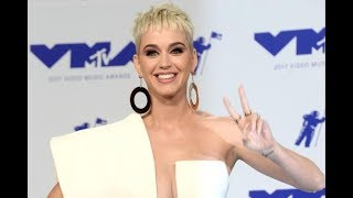 Katy Perry gets st ck mid air during concert in Nashville thumbnail