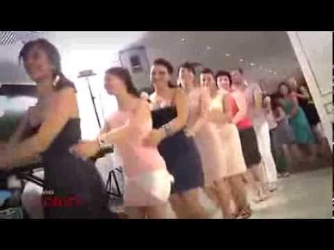 Download İlginç düğün dansı - Penguen Dansı