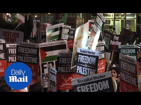Hundreds protest out US embassy in London over Jerusalem decision - Daily Mail