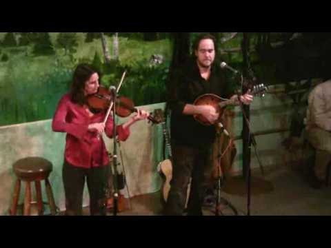 Stephanie Bettman & Luke Halpin at  Mama HillyBeans