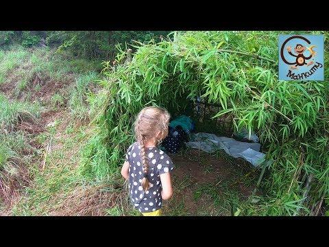 Диана и Даня строят детский домик. Дети и игрушки машинки. МанкиТайм