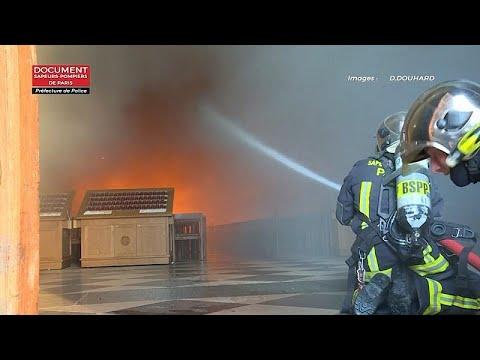 شاهد: رجال الإطفاء يناضلون لإخماد حريق كاتدرائية نوتردام بباريس…