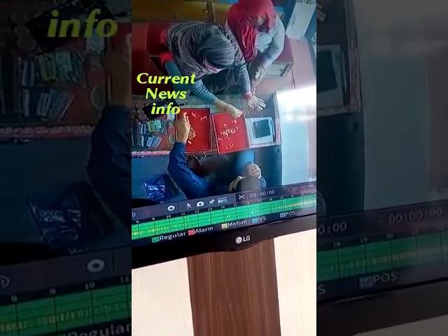 लखीमपुर: उचौलिया में दो महिलाओं ने दुकान से उड़ाए सोने के कुंडल, सीसीटीवी में कैद चोरी की वारदात-
