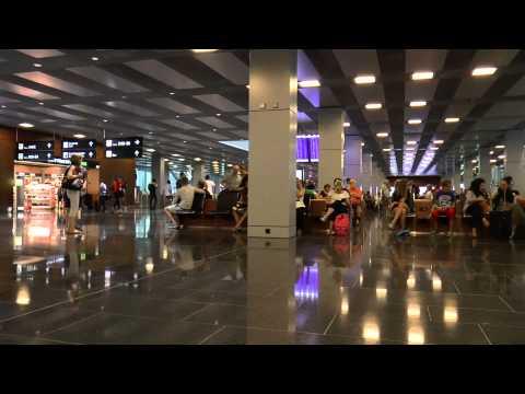 Airport Zürich - Flughafen Zürich - CC BY-NC-SA Royalty Free