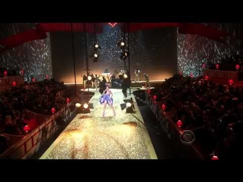Katy Perry - Firework Live at The Victorias Secret Fashion Show 2010 (Full HD)