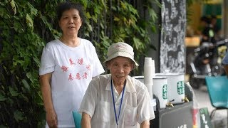 Elderly man offers free herbal tea for 41 years