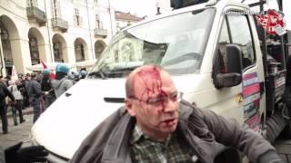 Torino, cariche e scontri al primo maggio. Fermi e feriti thumbnail