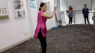 Co kim chi day múa bài tiếng đàn ta lư