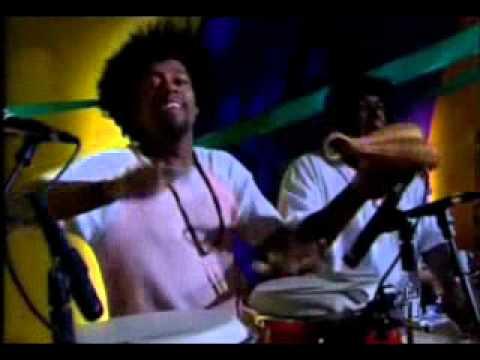 "22 - Sambasonics ""Samba Rock Animal"" no programa Ao Ponto"