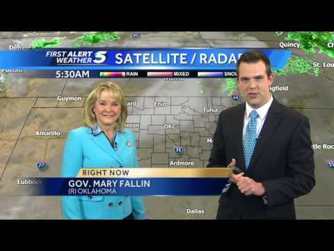 Oklahoma Governor Mary Fallin photobombs weather